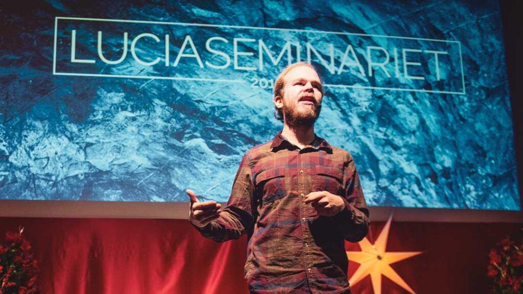 Fredrik Löfgren framtidsspanar om robotar under Luciaseminariet 2019