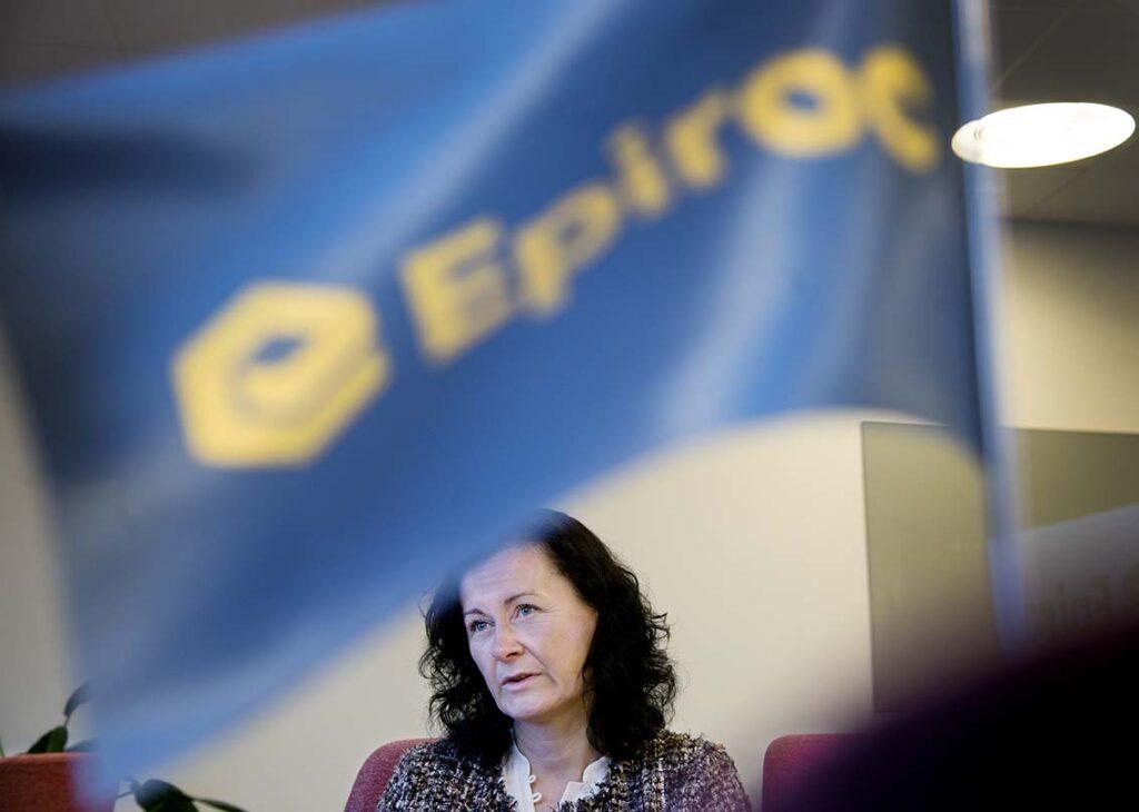 Epirocs nya vd och styrelseordförande Helena Hedblom i styrelserummet på huvudkontoret i Sickla.