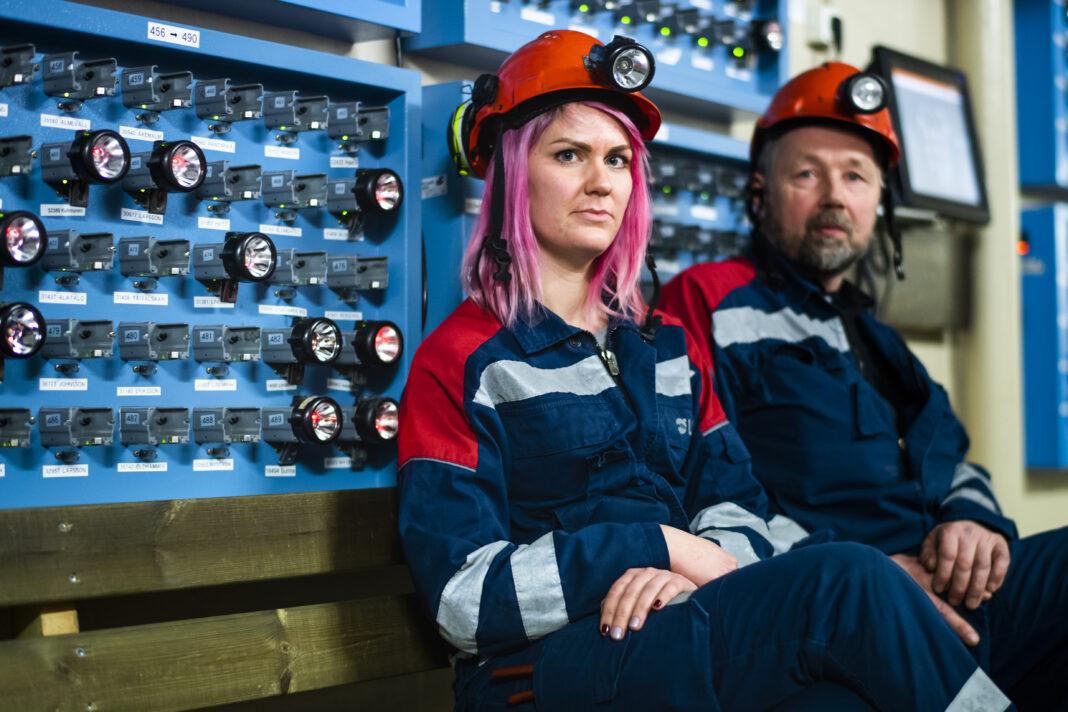Två unga LKAB gruvarbetare från den svenska gruvan Gällivare